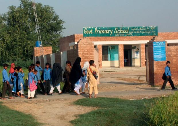 Crianças paquistanesas no Dia Internacional da Garota, celebrado no país depois que Malala ganhou o Nobel em 2014 (Foto: Alamy/ Fotoarena)