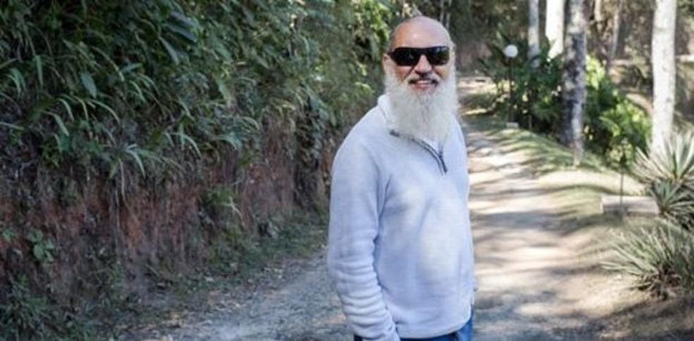 Quando está no Brasil, Prem Baba gosta de passear com a filha (Foto: Divulgação/BBC)