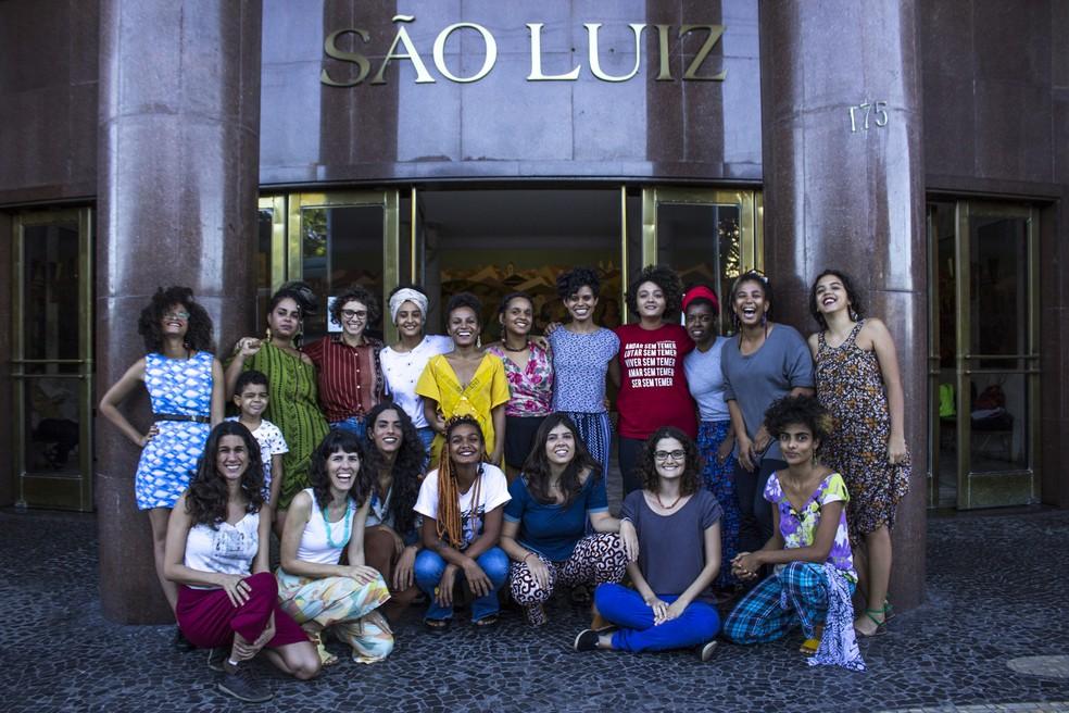 A equipe de curadoras do Fincar participa de oficina sobre a vivência de mulheres na curadoria durante o evento (Foto: Divulgação/Fincar)
