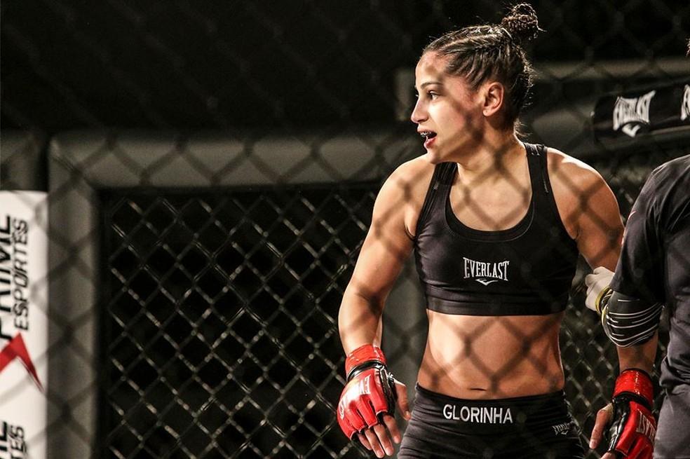 Glorinha soma quatro vitórias e duas derrotas no MMA profissional — Foto: Wal de Paula/Divulgação