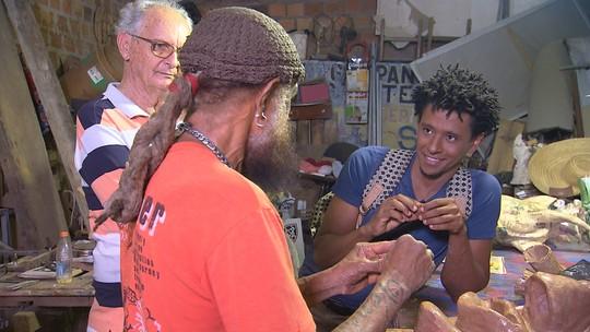 'Vumbora' conhece a produção de máscaras de papelão do carnaval de Maragojipe