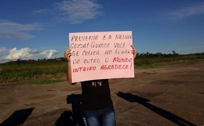 Com 2 casos de Covid-19, moradores de cidade isolada no AC fazem protesto contra voos comerciais