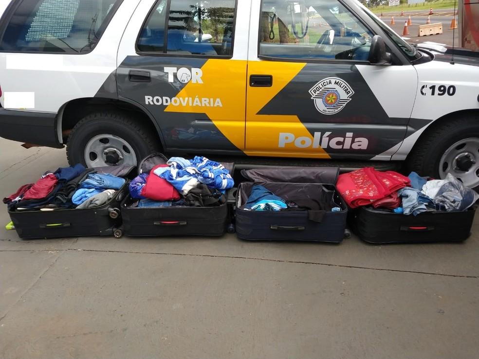 Quatro malas com cocaína foram apreendidas — Foto: Polícia Rodoviária/Cedida