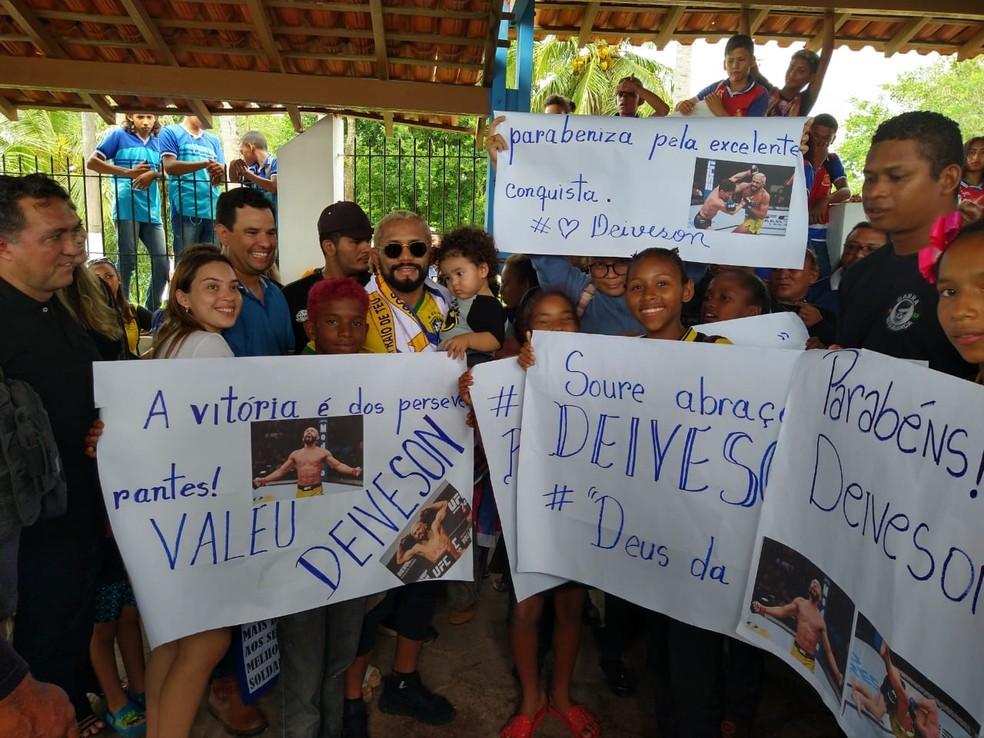 Deiveson Figueiredo é recebido com festa em sua cidade natal — Foto: Arquivo pessoal