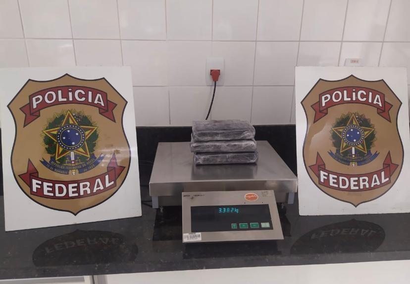 Homem é preso em aeroporto no Acre com mais de 3 kg de cocaína escondidos dentro da bagagem