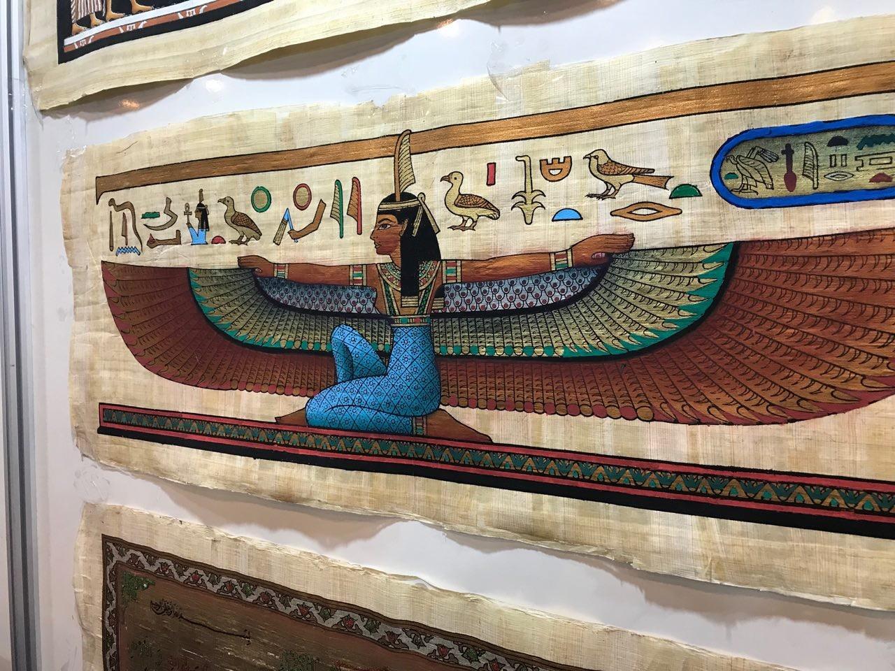 Papiros e essências de perfume representam tradição de países norte-africanos