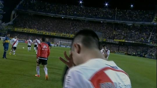 Justiça condena fã do Boca que atirou gás de pimenta em jogadores do River