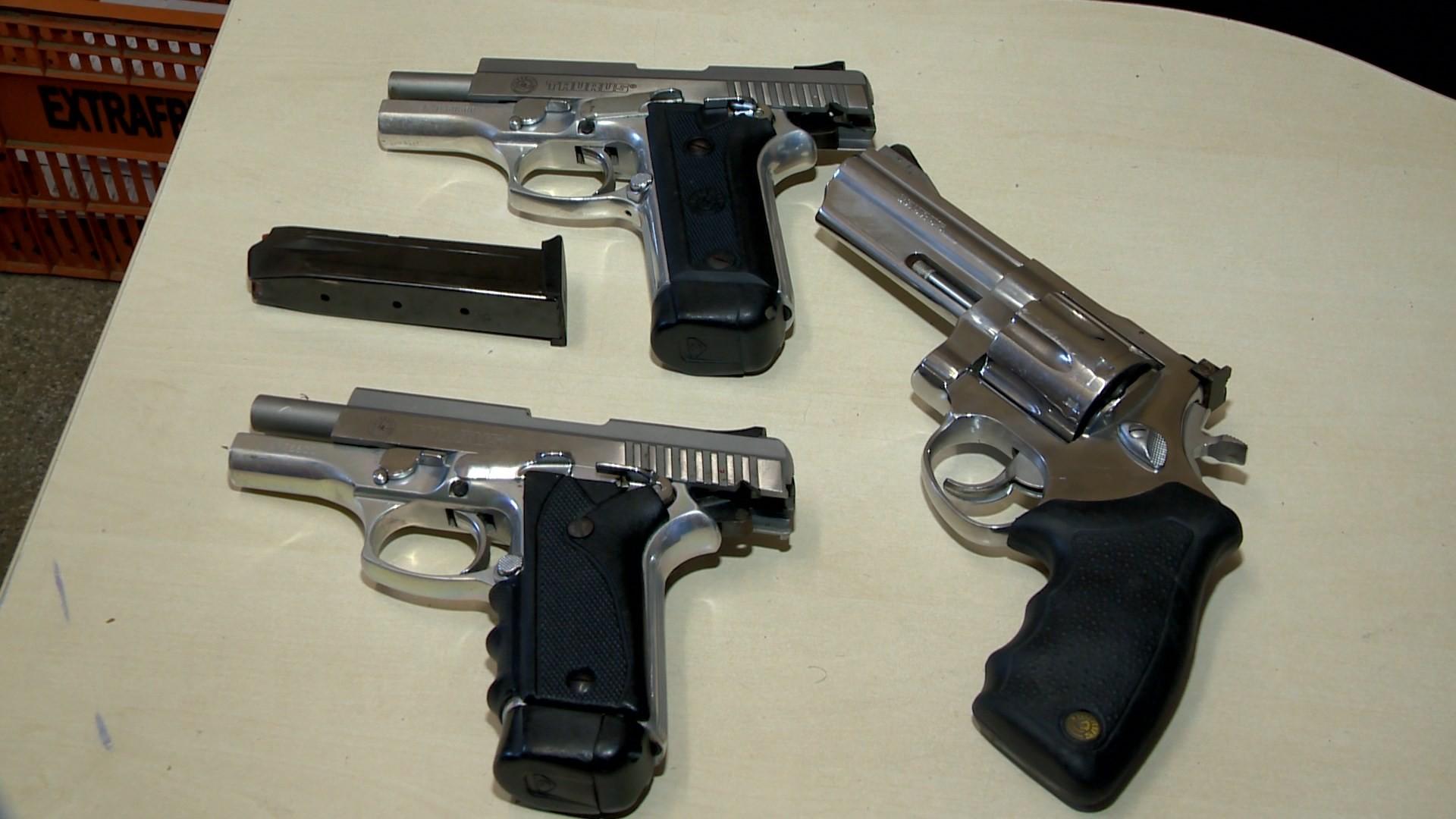 Dono de boate em Cariacica, ES, é preso com arma em festa no estabelecimento