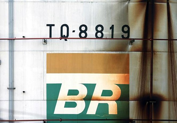 Logo da Petrobras em tanque da empresa em São Caetano do Sul, no Brasil  (Foto: Paulo Whitaker/Reuters)