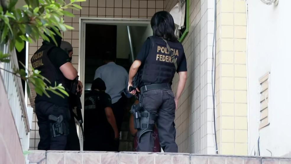 PF faz operação contra roubo de encomendas enviadas pelos Correios no Rio — Foto: Reprodução/ TV Globo