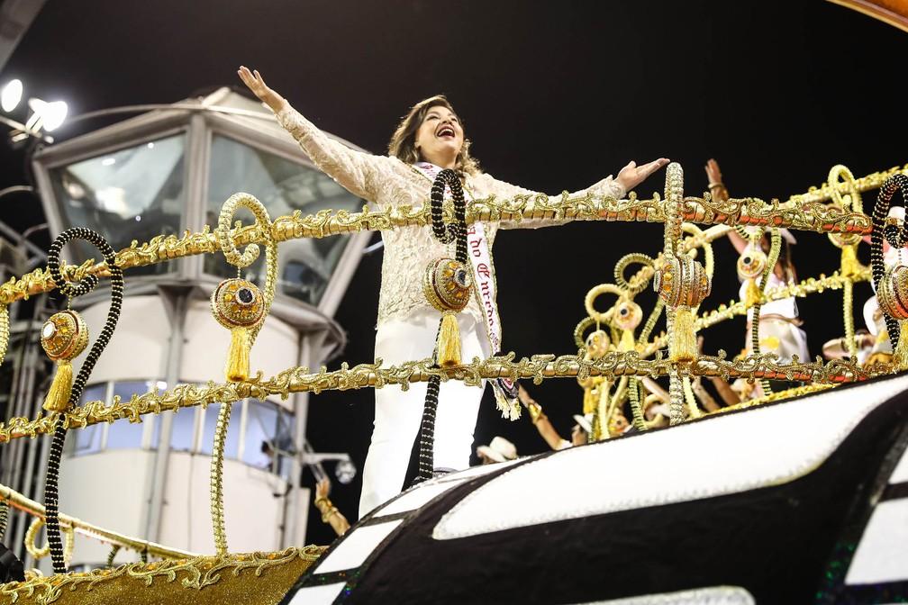 Roberta Miranda, a rainha do sertanejo, desfilou par a Dragões da Real (Foto: Fábio Tito/G1)
