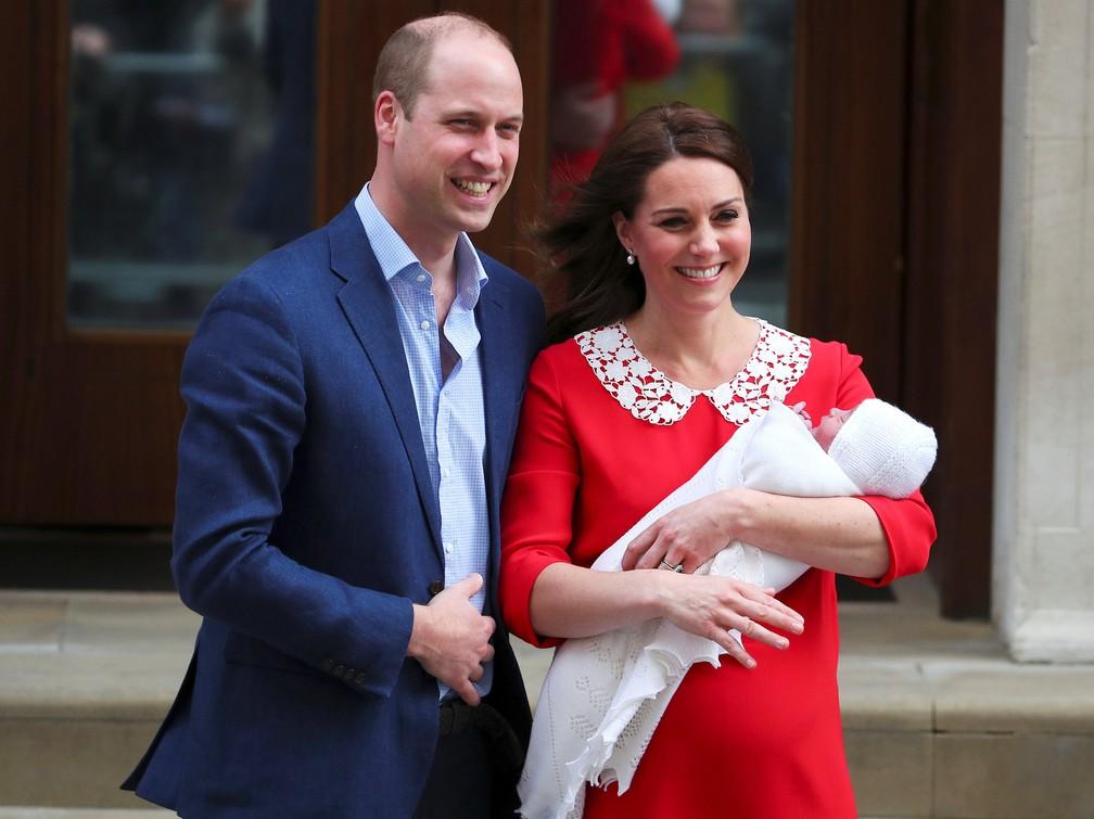 William e Kate deixam maternidade com filho recém-nascido (Foto: REUTERS/Hannah Mckay)