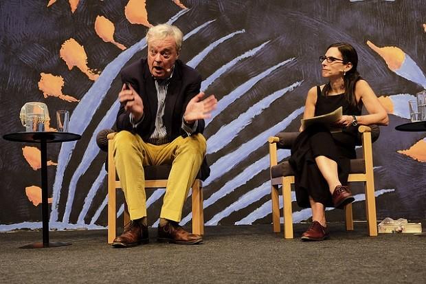 Christopher de Hamel e  Lilia Schwarcz na Flip (Foto: Walter Craveiro)