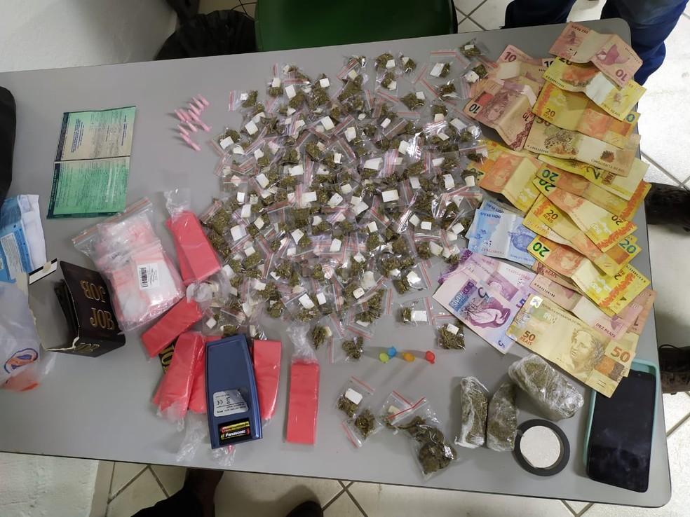 Drogas e dinheiro foram apreendidos em operação da Polícia Civil em Indaiatuba — Foto: Divulgação/Polícia Civil