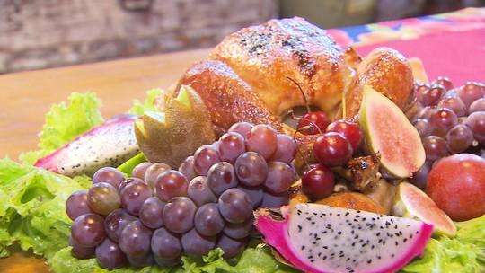 Chefs de cozinha ensinam a preparar ceia de Natal no Terra de Minas