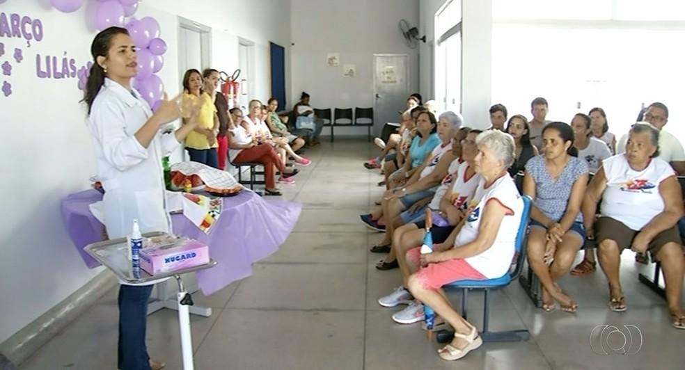 Profissionais em Araguaína sensibilizam mulheres sobre importância de exames para identificar câncer (Foto: Reprodução/TV Anhanguera)