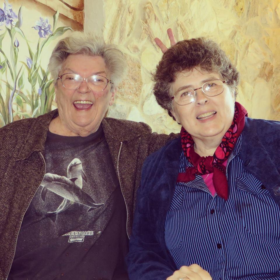 Marie Severin e a amiga Irene Vartanoff. (Foto: reprodução facebook)