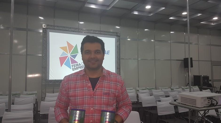 Leonardo Matos fundador do Bosta em Lata  (Foto: Amanda Oliveira/ Editora Globo )