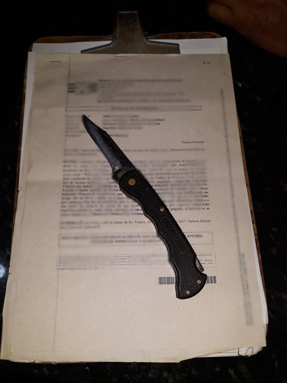 Canivete usado foi apreendido pela Polícia Militar de Santa Salete (SP) na manha deste sábado (17) (Foto: Polícia Militar/Divulgação)