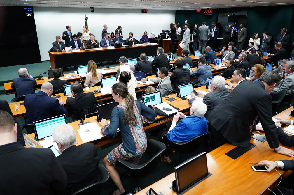 Deputados reunidos na comissão especial que analisa a PEC da reforma da Previdência — Foto: Pablo Valadares/Câmara dos Deputados