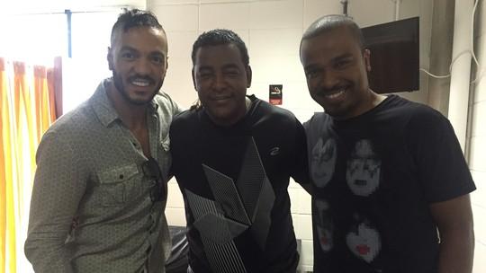 Alexandre Pires, Belo e Luiz Carlos lembram canções em perguntas e tiram dúvidas clássicas do público