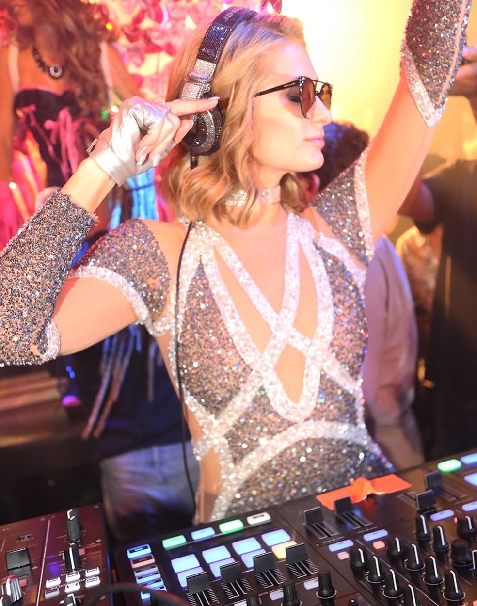 A DJ Paris Hilton animou o público de um casa noturna em Jurerê Internacional  (Foto: Ângelo Santos/Divulgação)
