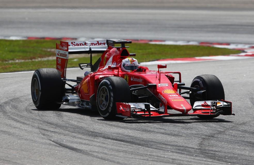 Sebastian Vettel a caminho da vitória no GP da Malásia de 2015 — Foto: Getty Images