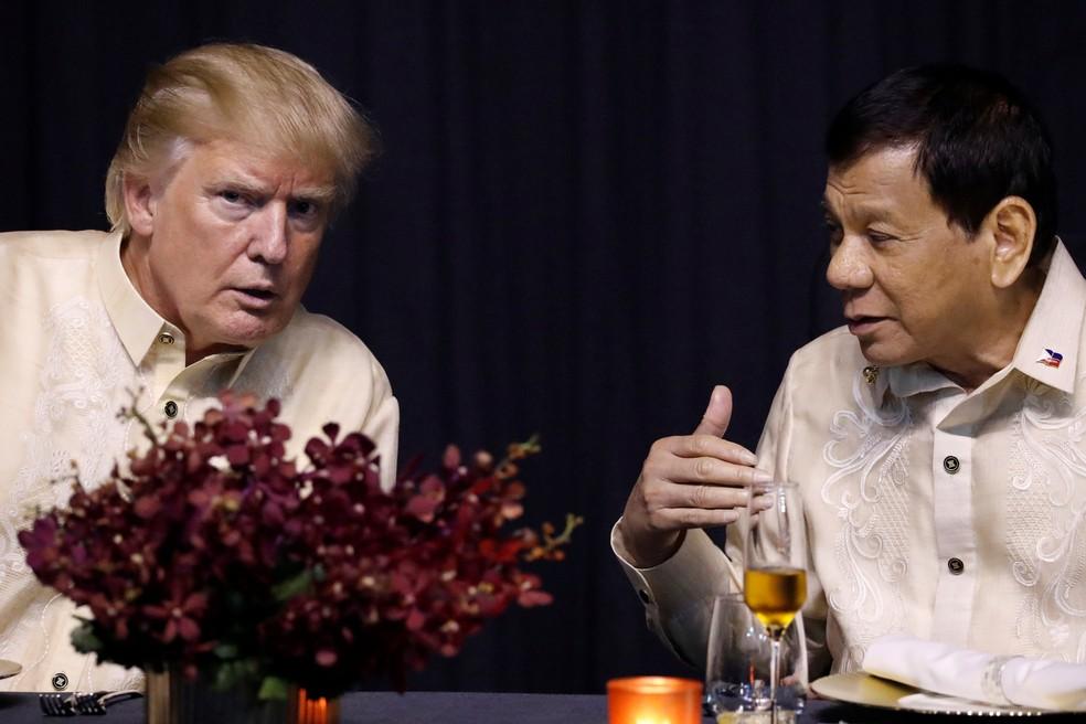 -  Donald Trump em jantar de gala na Cúpula da Associação das Nações do Sufeste Asiático com o presidente das Filipinas, Rodrigo Duterte, em Manila  Fot