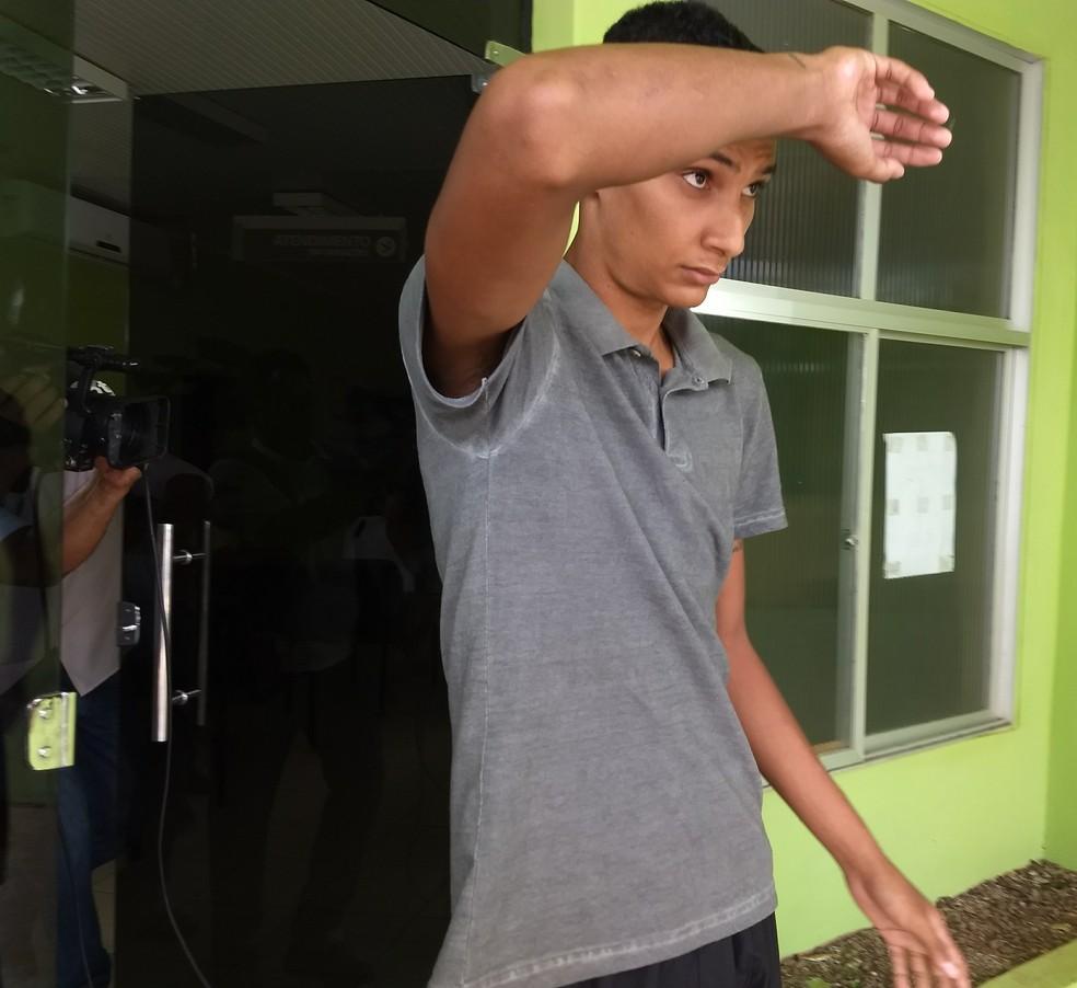 Antônio Deivison é soldado do Exército e se entregou nesta segunda (27) (Foto: Aline Nascimento/G1)