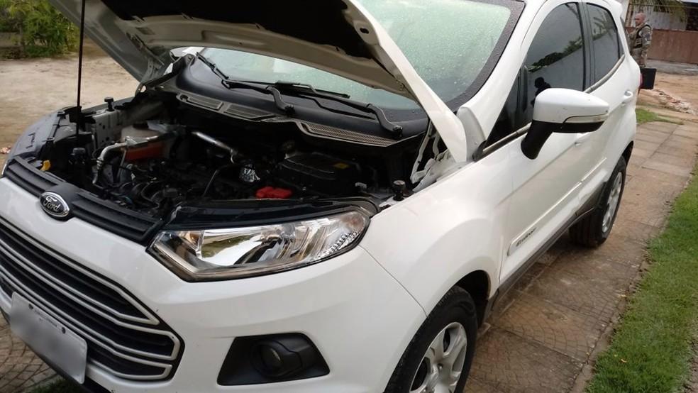 O carro clonado com placas de Pernambuco também foi apreendido (Foto: Capitão Nilmar/Polícia Militar da Paraíba)