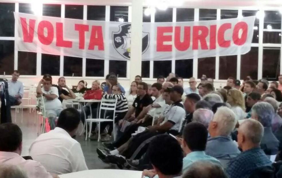 Correligionários em reunião de campanha de Eurico Miranda à presidência do Vasco, em 2014 — Foto: Arquivo Pessoal