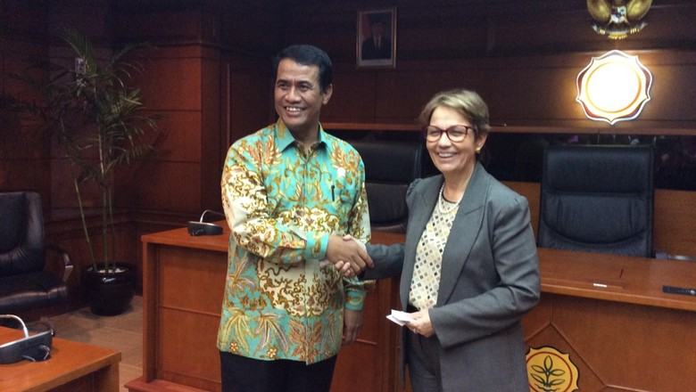 Tereza Cristina e ministro da Agricultura da Indonésia, Amran Sulaiman (Foto: Divulgação/MAPA)