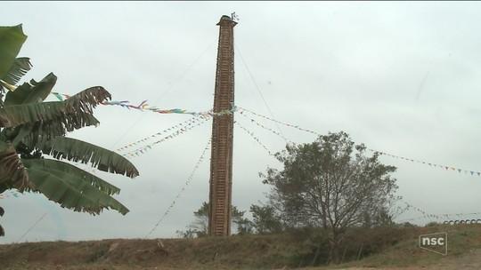 Fogueira gigante de 33 metros será acesa neste sábado em festa centenária de São João em SC