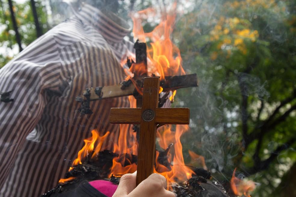 Grupos protestam em frente ao Sesc Pompeia por conta de palestra de Judith Butler (Foto: Kevin David/A7 Press/Estadão Conteúdo)