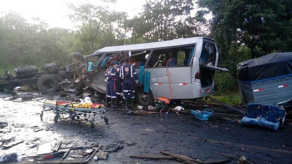 Cinco paraibanos morreram e duas mulheres também da Paraíba sobreviveram ao acidente (Foto: Samu/Divulgação)