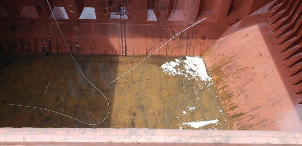 Lavagem de porão é atividade legal, mas deve cumprir regras e resíduos tóxicos não podem ser descartados no mar — Foto: G1 Santos/Arquivo