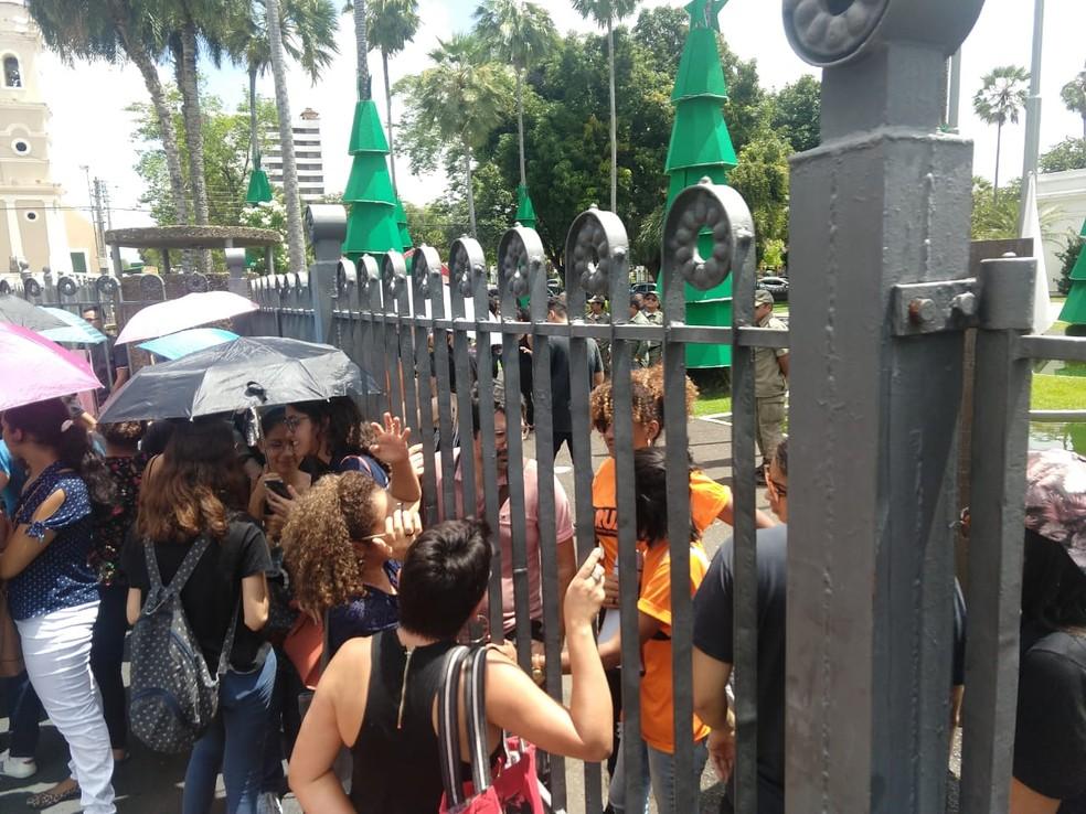 Estudantes da Universidade Estadual do Piauí realizam protesto pedindo melhorias para a instituição  — Foto: Sindicato dos Docentes