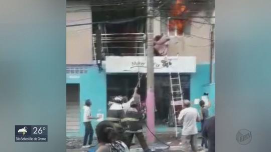 Explosão causada por vazamento de gás fere 2 pessoas em São Carlos e mobiliza os bombeiros
