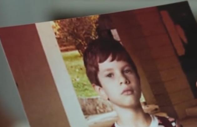 Há quem aposte que o filho desaparecido de Margot (Irene Ravache) - que, se estivesse vivo atualmente, teria por volta de 50 anos - morreu. Com isso, poderia ter reencarnado com a mesma aparência de Danilo (Rafael Cardoso) (Foto: Reprodução TV Globo)