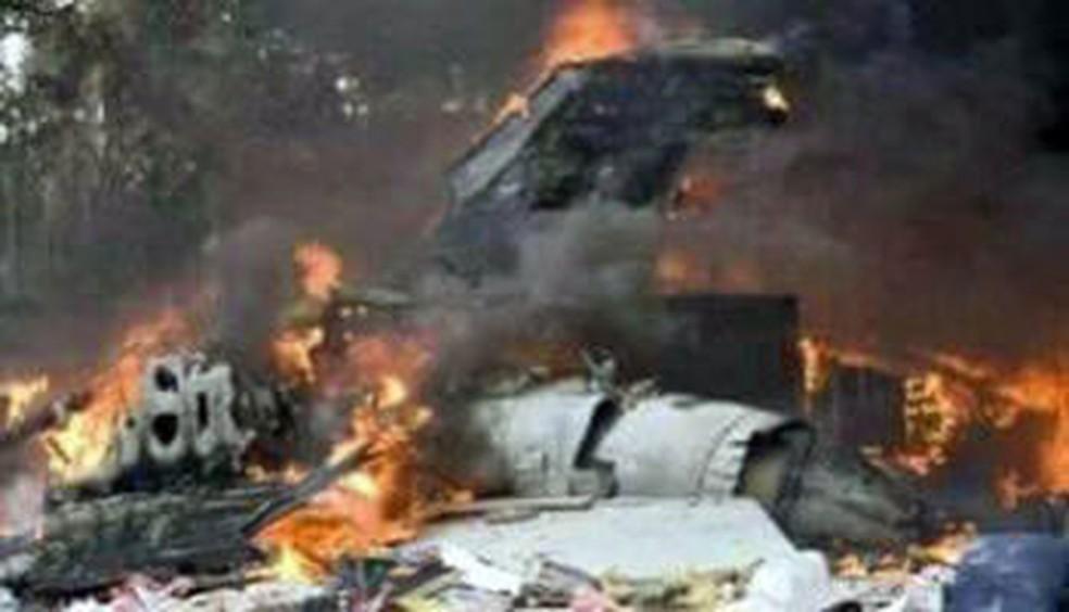 Resultado de imagem para acidente avião militar Congo