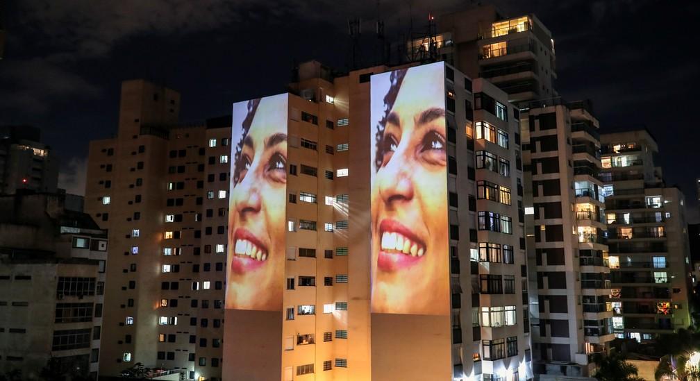 Imagens de Marielle Franco são projetadas em prédio de SP no dia em que seu assassinato completa três anos — Foto: Amanda Perobelli / Reuters