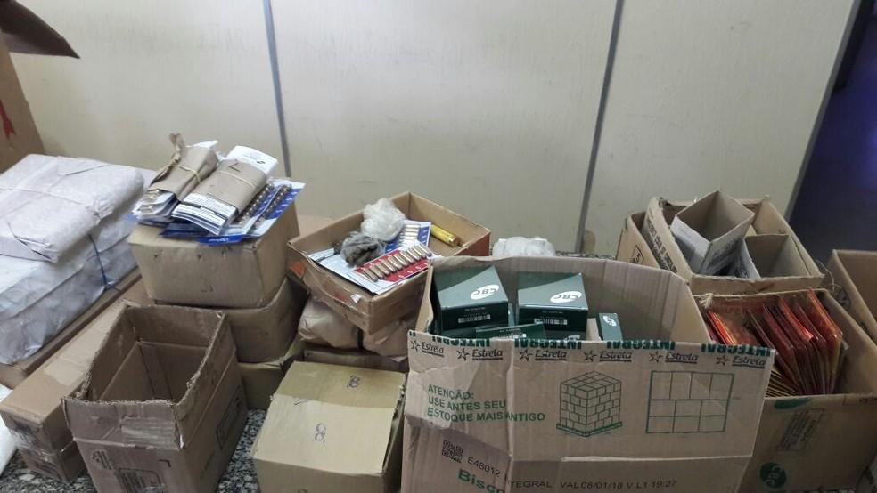 Caixas foram encontradas com várias munições em São Francisco do Oeste, RN (Foto: Divulgação/ Polícia Civil)