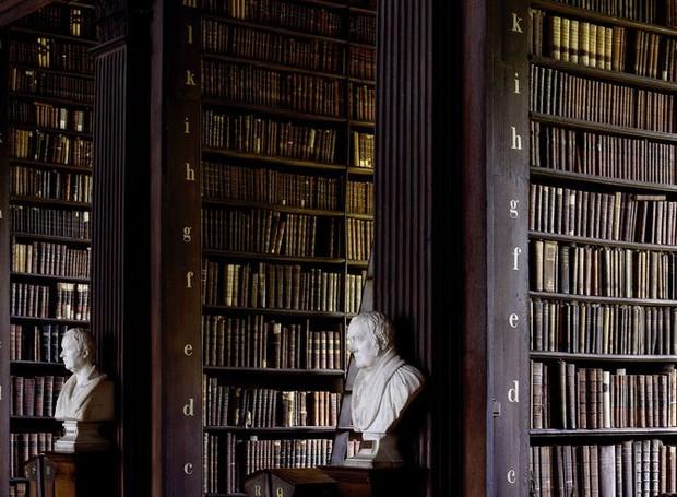 Biblioteca doTrinity College, em Dublin, Irlanda (Foto: Massimo Listri/ Taschen/ Reprodução)