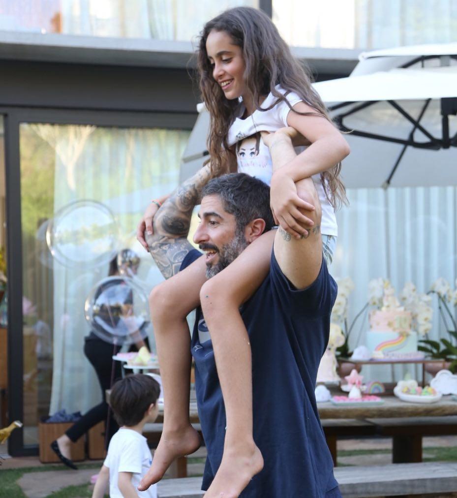 Ser bom pai não é só posar no Instagram (Foto: Reprodução/Instagram)