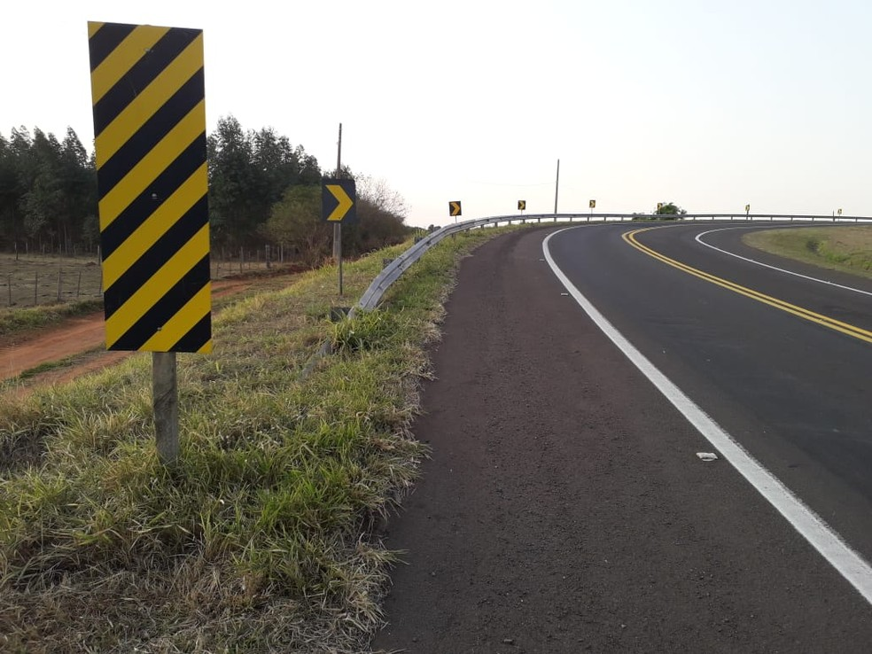 Acidente foi em alça de acesso para a Rodovia Raposo Tavares (SP-270) — Foto: Junior Paschoalotto/TV Fronteira