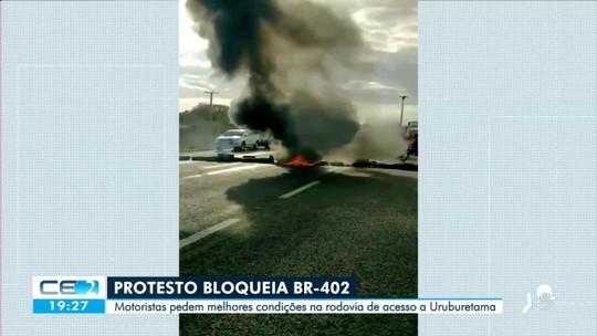 Protesto bloqueia BR-402