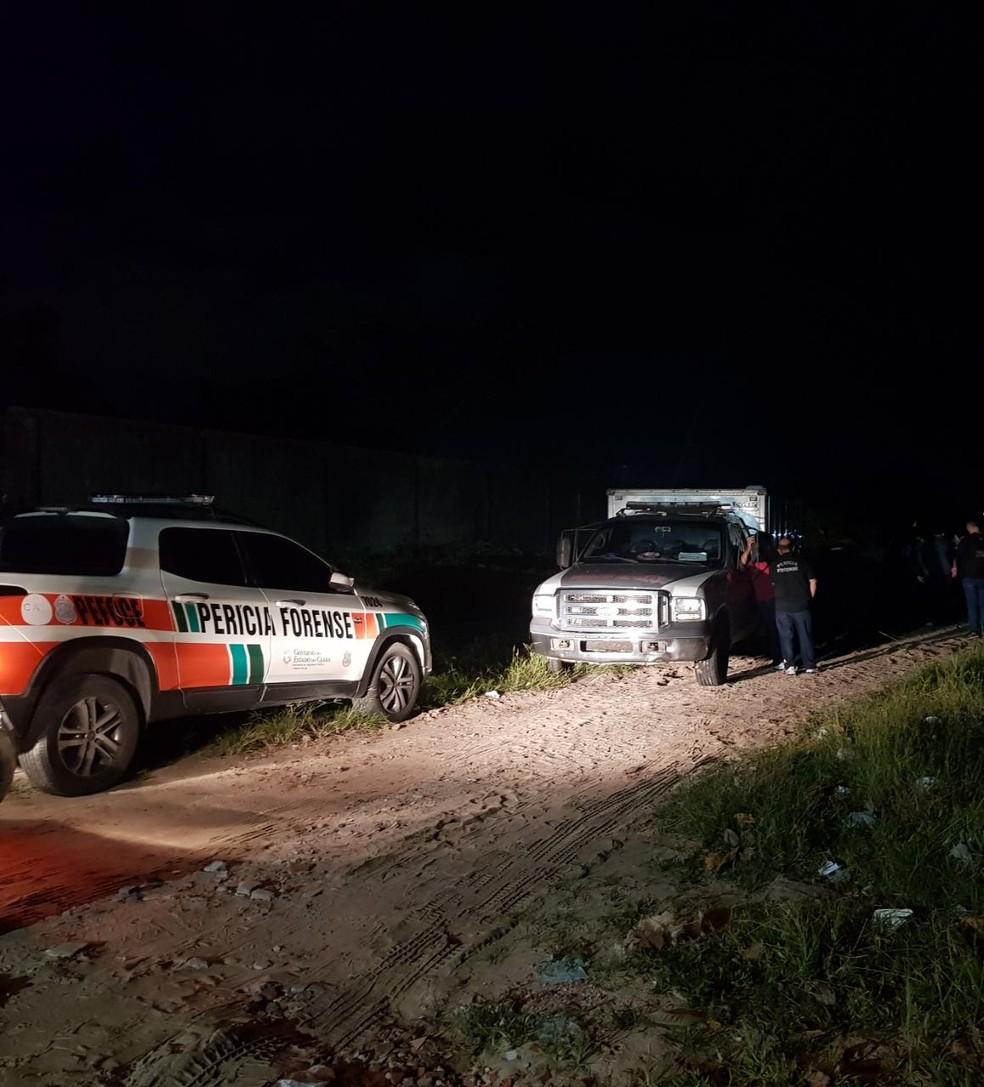 Corpo de mulher é encontrado em estrada de terra em Aquiraz, na Grande Fortaleza. — Foto: Rafaela Duarte/ SVM