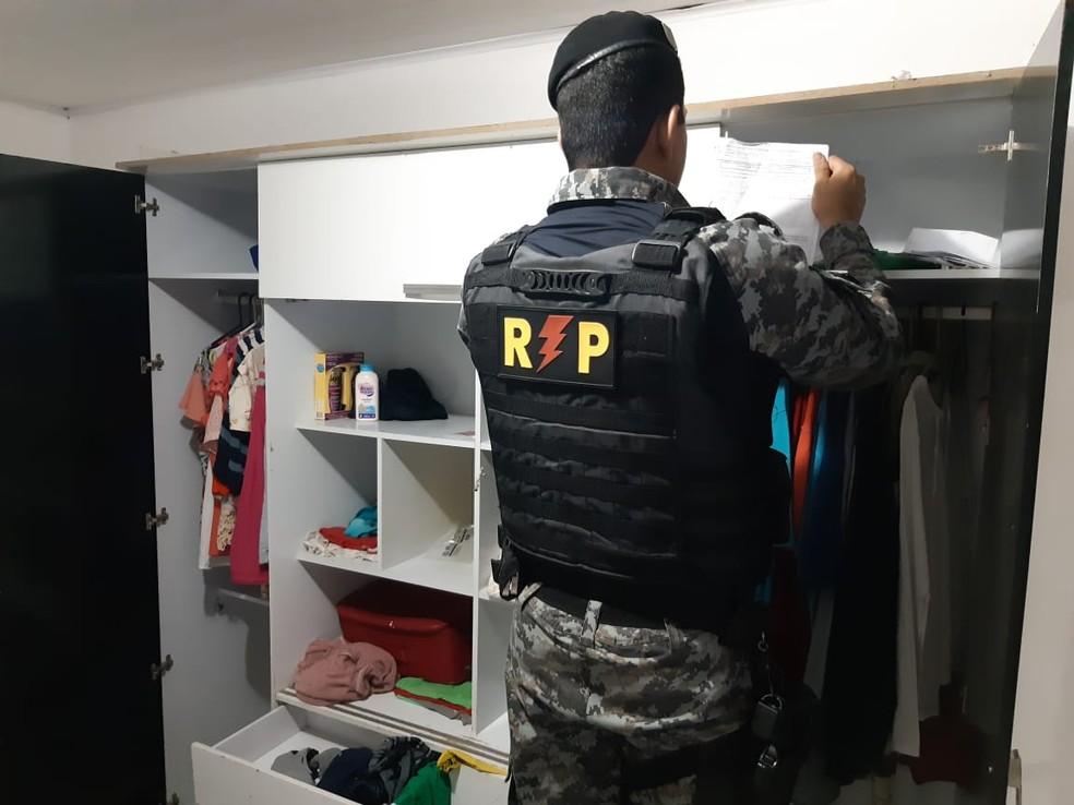 Policiais cumprem mandados na Operação Taxa Zero em Alagoas — Foto: Ascom/MP