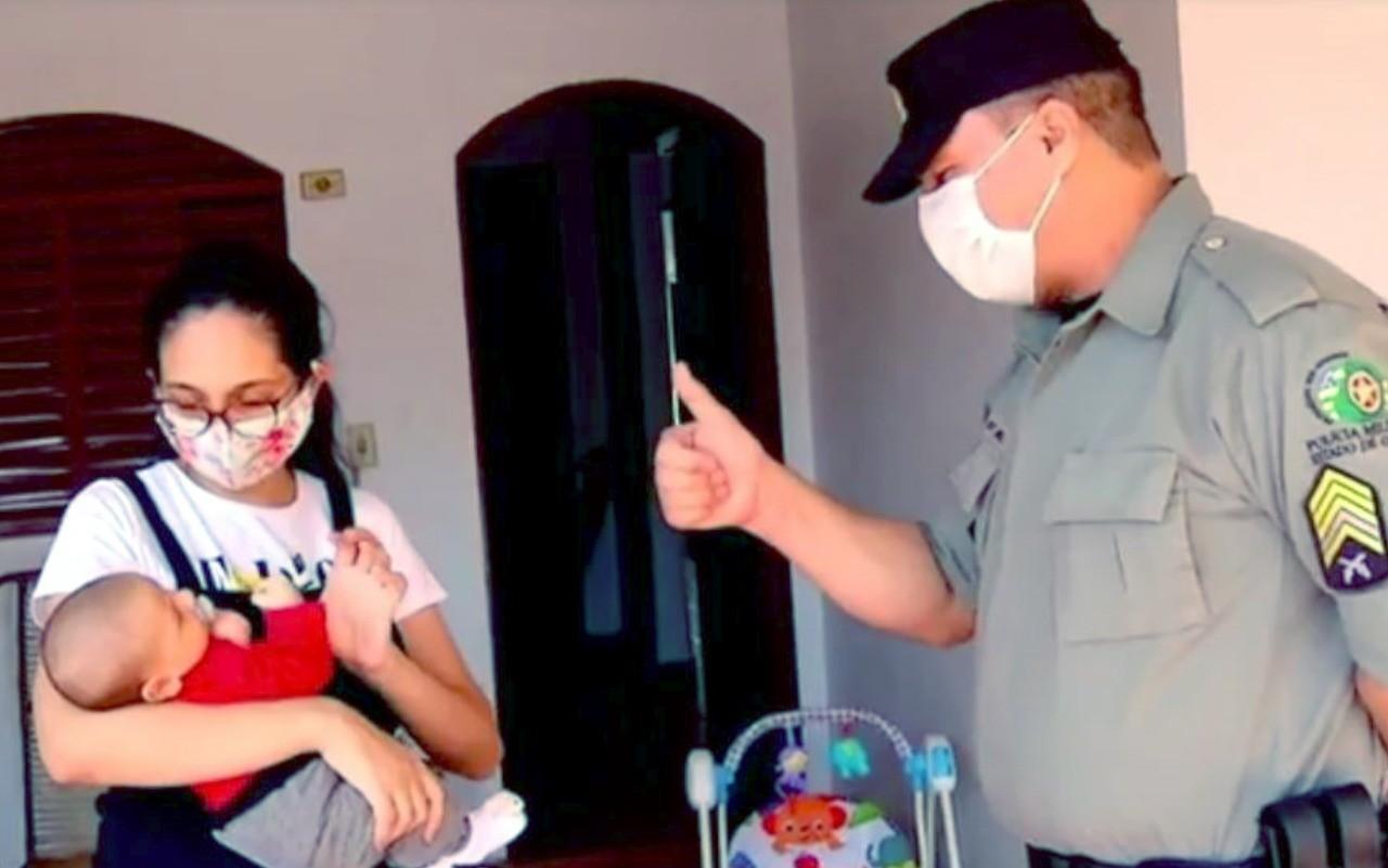 Mãe consegue salvar bebê engasgado após receber ajuda de PM por telefone, em Rio Verde; ouça