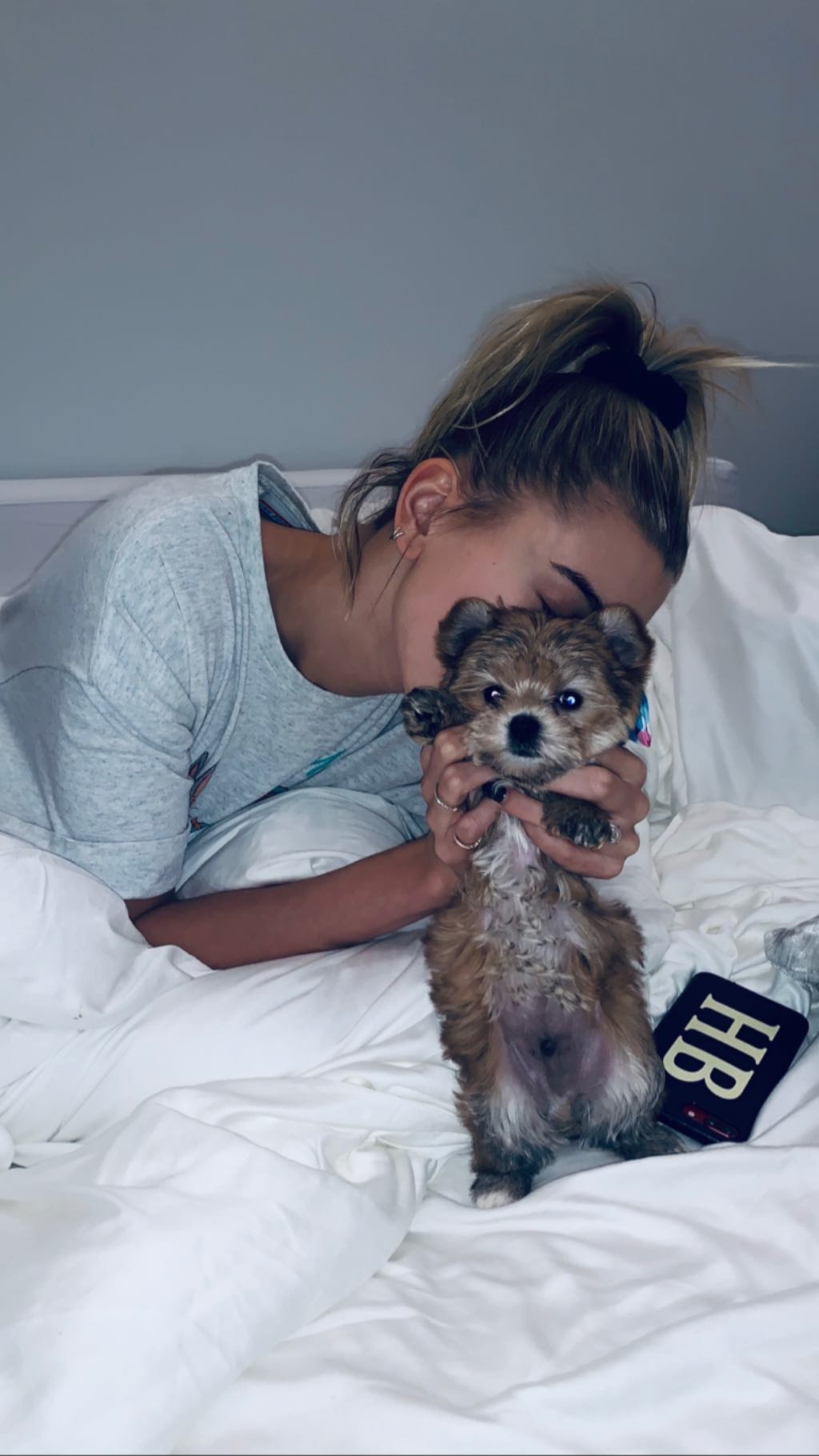 Hailey Bieber e Oscar (Foto: Reprodução Instagram)